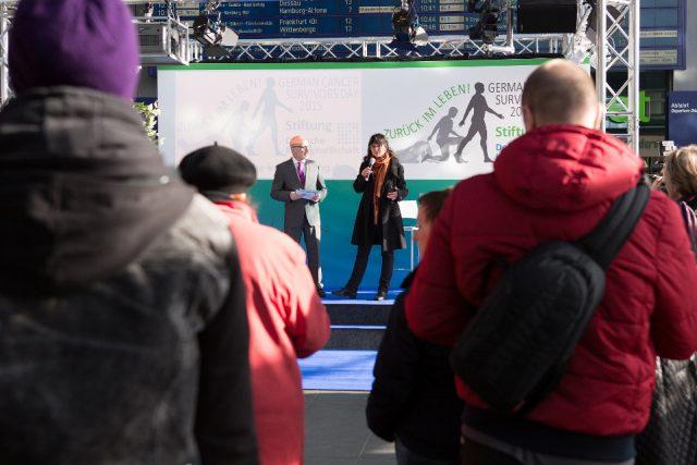"""Die Projektleiterin Iris Meumann von der Deutschen Krebsstiftung in Berlin eröffnete den Aktionstag, der unter dem Motto """"Zurück im Leben"""" stand. (Bild: ro-b.com/Photographie)"""