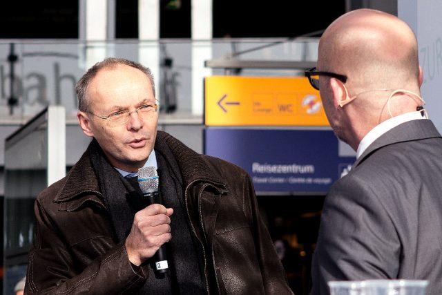 Lungenspezialist Dr. Christian Grah im Interview auf der Aktionsbühne. (Bild: ro-b.com/Photographie)