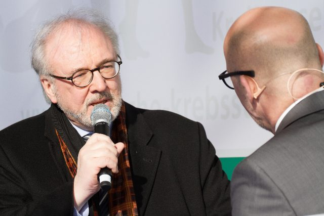 MdB Rudolf Henke (CDU) ließ sich die Gelegenheit nicht nehmen, das Thema Leben mit und nach Krebs aus gesundheitspolitischer Perspektive zu beleuchten. (Bild: ro-b.com/Photographie)