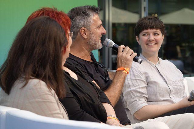 Uli Roth, Manager der Musikgruppe PUR und selbst Betroffener, im Gespräch mit GCSD-Teilnehmern (Foto: Sebastian Röder)