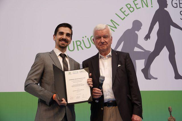 Verleihung des Darmkrebspräventionspreises: der Preisträger, Dr. Erik Thiele Orberg (l.) und Prof. Dr. Jürgen Riemann, Kuratoriumsvorsitzender der Deutschen Krebsstiftung (Foto: Sebastian Röder)