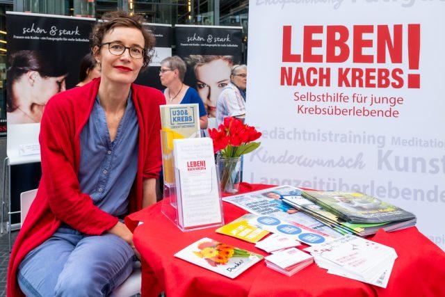Sabine Schreiber vom Verein Leben nach Krebs am Infostand der Selbsthilfegruppen Foto: Pietschmann