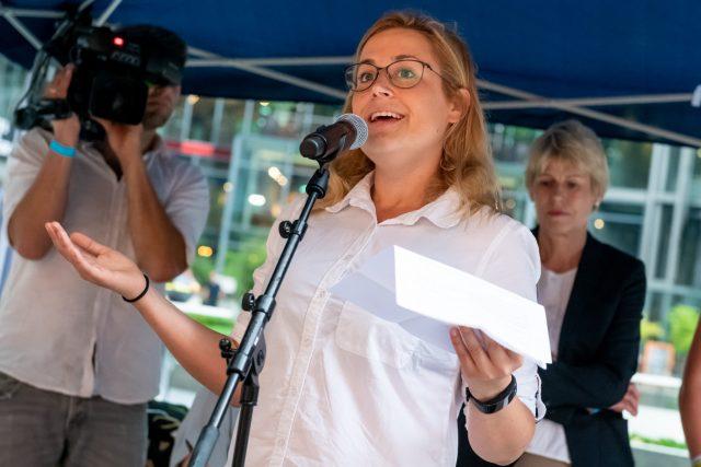 """Poetry Slam """"Sprich mit mir! Über Krebs"""" mit Eva-Lisa Finzi Foto: Pietschmann"""