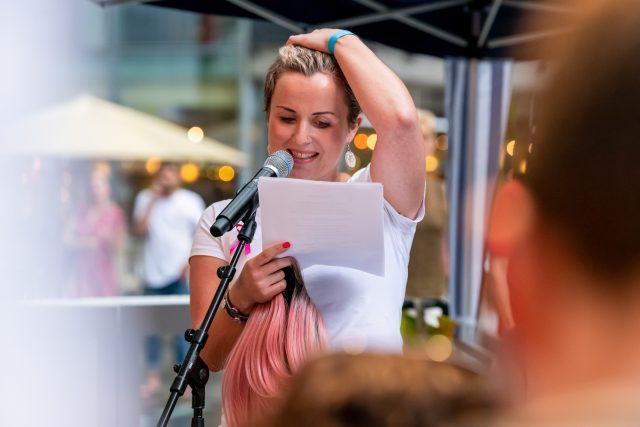 """Poetry Slam """"Sprich mit mir! Über Krebs"""" mit Nadja Will Foto: Pietschmann"""