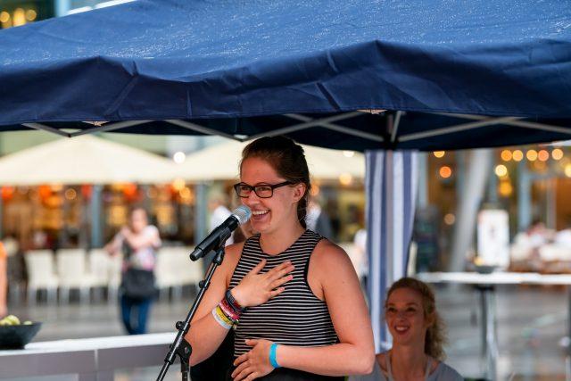 """Poetry Slam """"Sprich mit mir! Über Krebs."""" mit Sarah Graap                                   Foto: Pietschmann"""